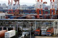 Bốc dỡ côngtenơ hàng hóa tại cảng Tokyo, Nhật Bản ngày 25/1. (Nguồn: EPA/TTXVN)