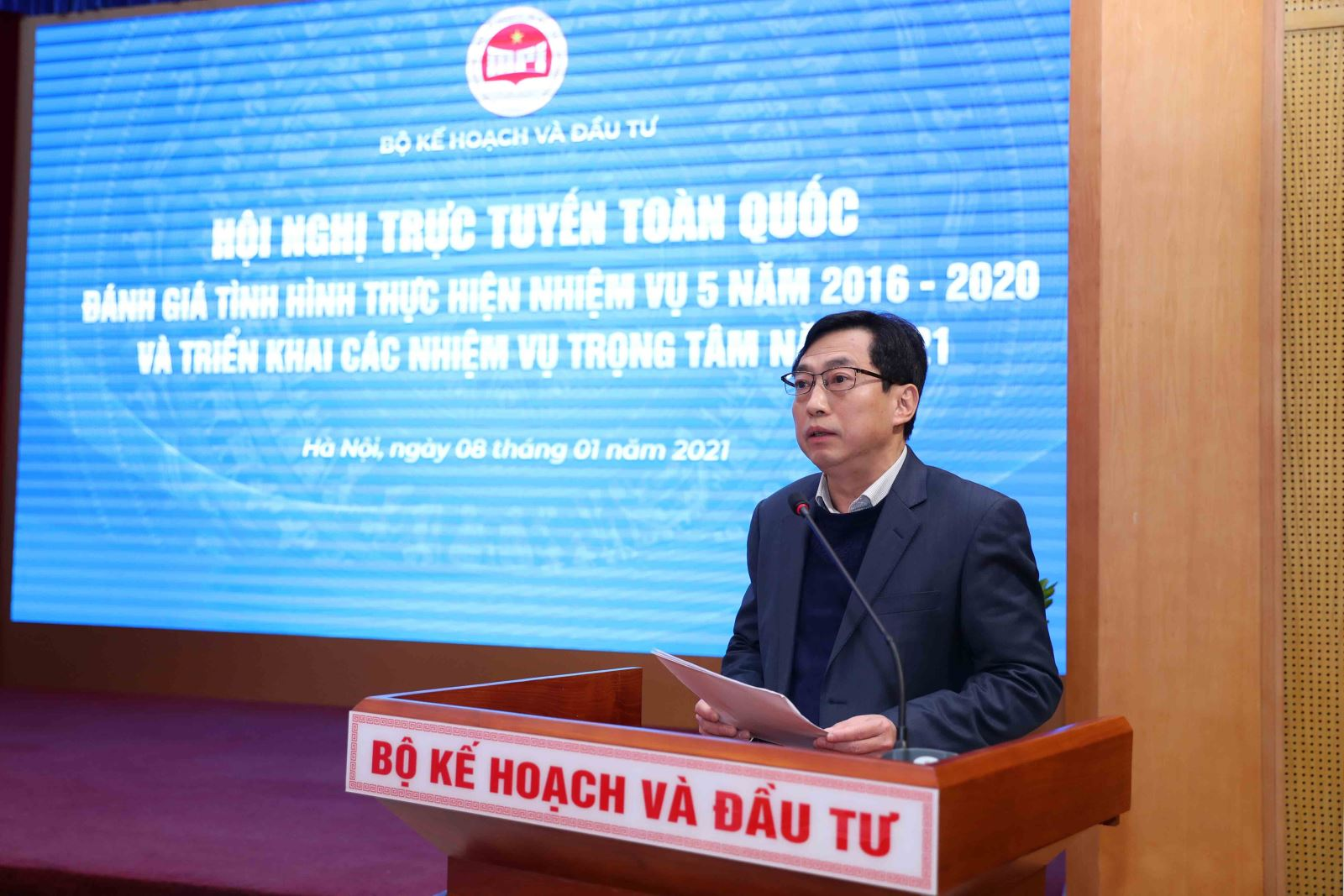 Vụ trưởng Vụ Pháp chế, Bộ Kế hoạch và Đầu tư Trần Hào Hùng tham luận tại Hội nghị. Ảnh: MPI
